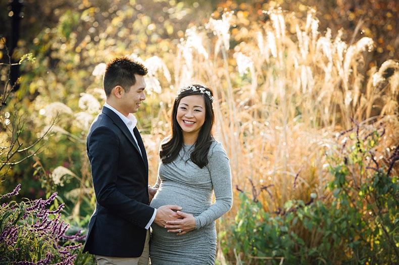 Pregnancy photoshoot ideas - garden maternity photos in Melbourne's Canterbury Garden